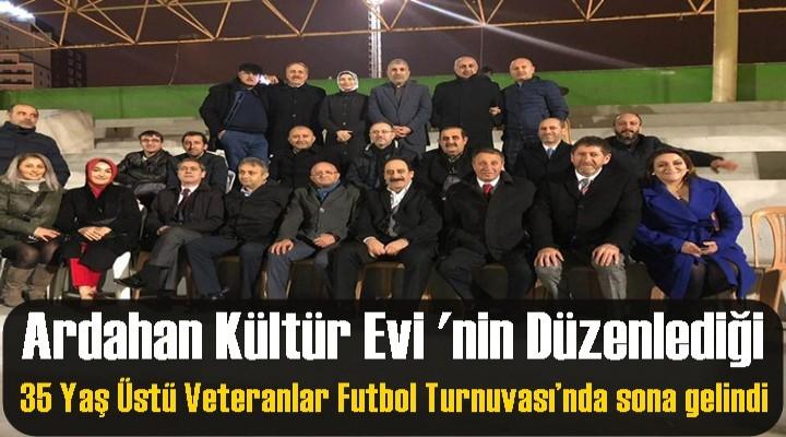 35 Yaş Üstü Veteranlar Futbol Turnuvası'nda sona gelindi