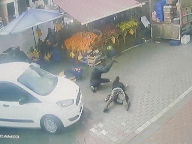 Esenyurt'ta otomobilin çarptığı yaşlı çift yaralandı