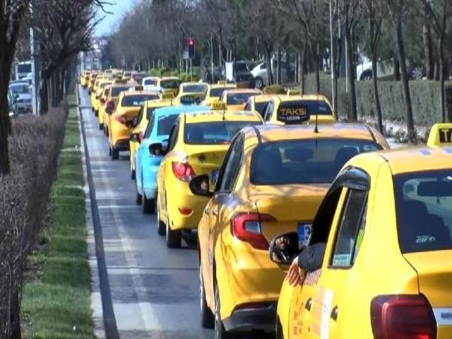 İşleri Düşen Taksiciler Esenyurt'ta eylem yaptı