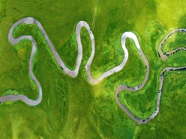 Ardahan'da Kura Nehri'nin oluşturduğu menderesler mest ediyor