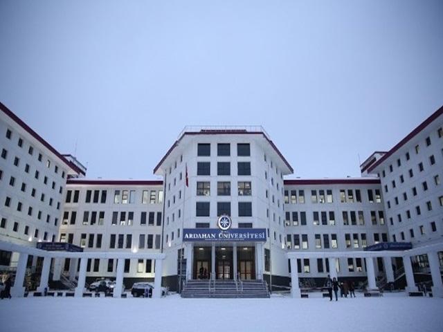 Ardahan Üniversitesi kan kaybetmeye devam ediyor