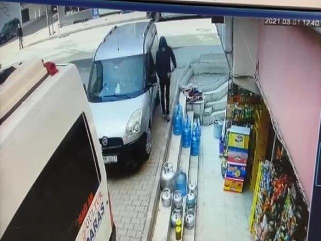 Esenyurt'ta araba çalan hırsızlar kamerada