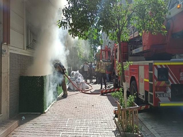 Esenyurt'ta mahalleliyi şoke eden olay! Kendi evini yaktı arkasına bile bakmadan gitti…