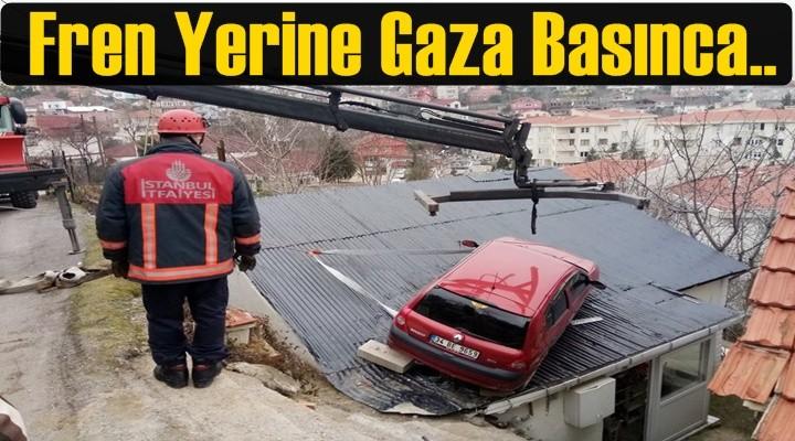 Fren yerine gaza basan kadın sürücünün kullandığı otomobil çatıya uçtu