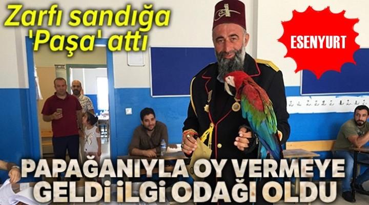 Esenyurt'ta Papağanıyla birlikte oy vermeye geldi