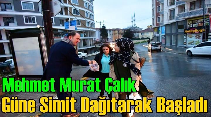 Mehmet Murat Çalık; Güne Vatandaşa simit Dağıtarak Başladı
