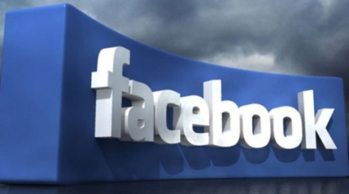 Facebook gönderileri artık renkli