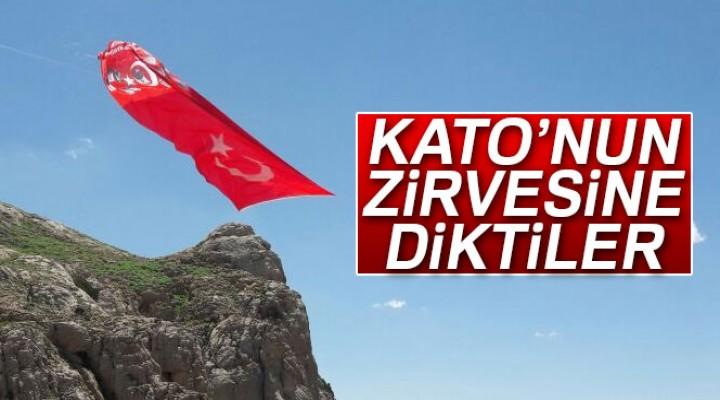 Kato zirvesinde Türk Bayrağı