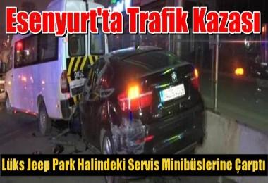Lüks Jeep Park Halindeki Servis Minibüslerine Çarptı