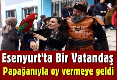 Esenyurt'ta Bir Vatandaş Papağanı ile Oy vermeye geldi