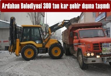 Ardahan'da 300 ton kar şehir dışına taşındı