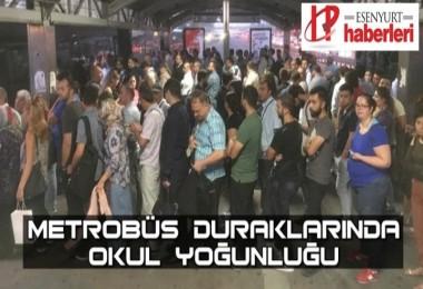 Okulların Açılmasıyla Metrobüs duraklarında Kuyruklar oluştu