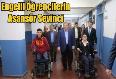 Engelli Öğrencilerin Asansör Sevinci