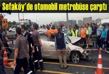 Sefaköy'de otomobil metrobüse çarptı