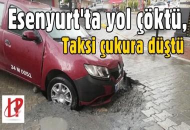 Esenyurt'ta yol çöktü, taksi çukura düştü