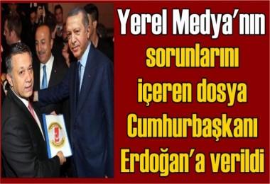 Yerel medyanın sorunlarını içeren dosya, Cumhurbaşkanı Erdoğan'a verildi
