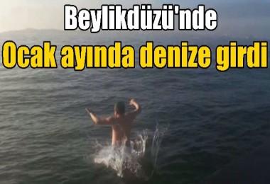 Beylikdüzü'nde bir vatandaş ocak ayında denize girdi
