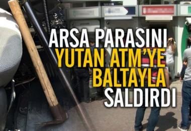 Arsa parasını yutan ATM'ye baltayla saldırdı!
