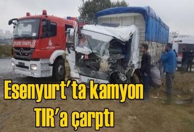 Esenyurt'ta kamyon TIR'a çarptı