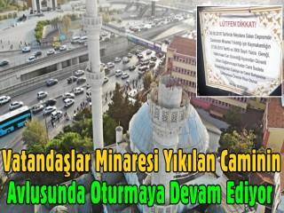 Vatandaşlar Minaresi Yıkılan Caminin Avlusunda Oturmaya Devam Ediyor