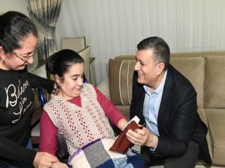 Başkan Bozkurt'tan Genç Kıza Doğum Günü Sürprizi