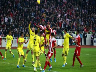 Sivasspor evinde Fenerbahçe'yi 3-1 mağlup etti