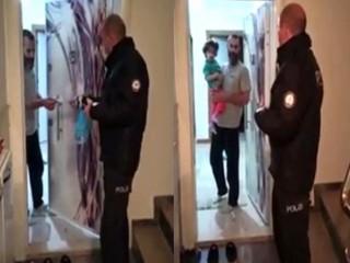 Esenyurt'ta 2 yaşındaki kıza polisler emzik getirdi