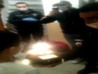 Esenyurt'ta Polislerden 9 yaşındaki çocuğa doğum günü sürprizi