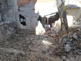 Avcılar'da bina yıkımında şok görüntü!