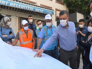 Başkan Bozkurt Vatandaşların Yaralarını Sarıyor