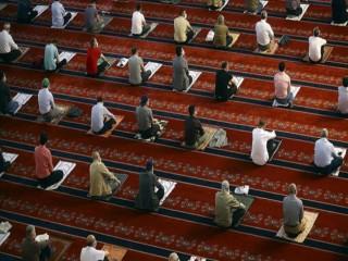Yarından itibaren camilerde beş vakit namaz kılınacak