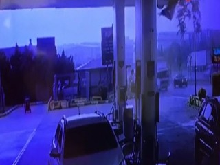 Esenyurt'ta hortum paniği güvenlik kamerasında