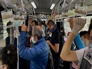 Metrobüs kalabalığı yolcuları isyan ettirdi