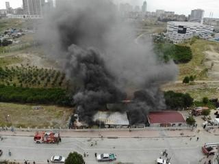 Esenyurt'ta işçilerin kaldığı konteyner alev alev yandı