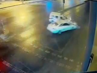 Esenyurt'ta Zabıta aracına hızla gelen otomobil çarptı