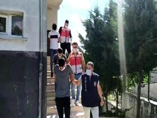 Esenyurt'ta uyuşturucu satıcıları polisten kaçamadı
