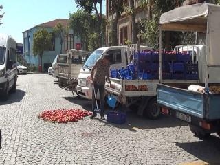 Esenyurt zabıtası seyyar satıcıların araçlarına el koydu