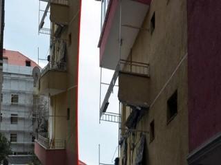 Avcılar'da bir binanın balkon çöktü