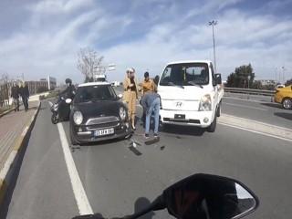 Avcılar'da makas atan sürücü kazadan sonra kaçtı