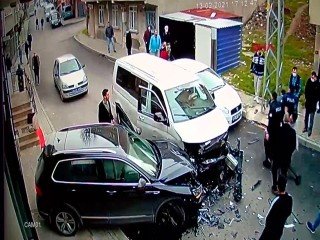 Avcılar'da polis kovalamacasında kaza