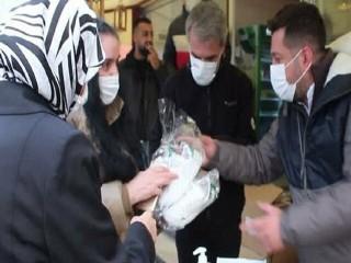 Esenyurt'ta 262 çift çocuk ayakkabısı dağıtıldı