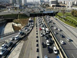 İstanbul'da trafik yoğunluğu başladı!