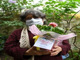 Esenyurtlu Annelerin Sepetleri Güllerle Doldu