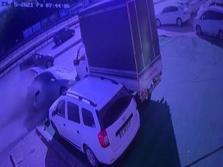 Makas atan sürücü Avcılar'da dehşet saçtı, 12 araç hasar gördü
