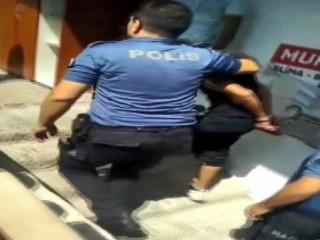 Esenyurt'ta hırsız çamaşır makinesinin arkasında saklanırken yakalandı