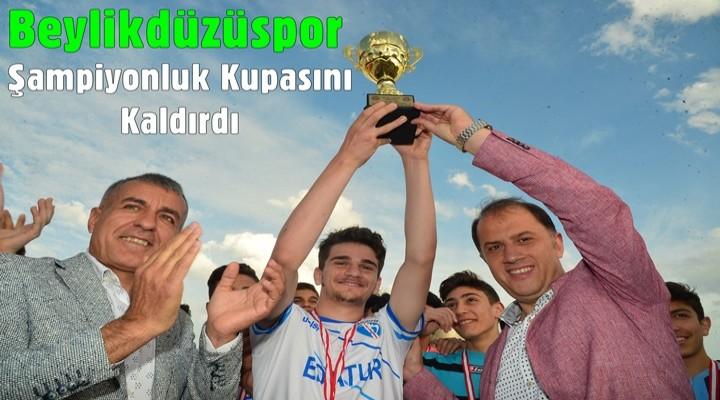 Beylikdüzüspor Şampiyonluk Kupasını Kaldırdı