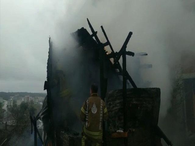 Arnavutköy'de alev alev yanan tandır fırını küle döndü