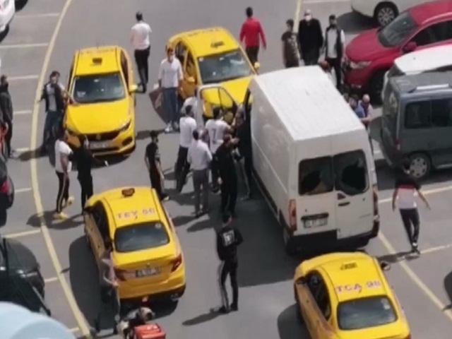 Esenyurt'ta taksiciyi muşta ile döven linç edildi