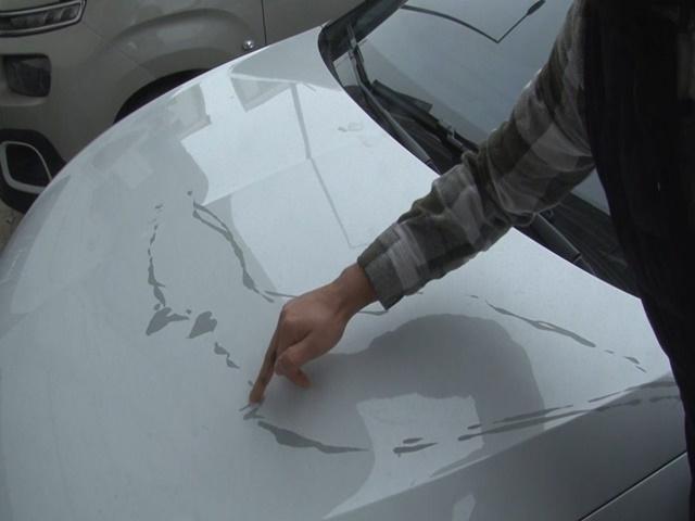 Esenyurt'ta eski sevgilisinin aracına boya sökücü döktü