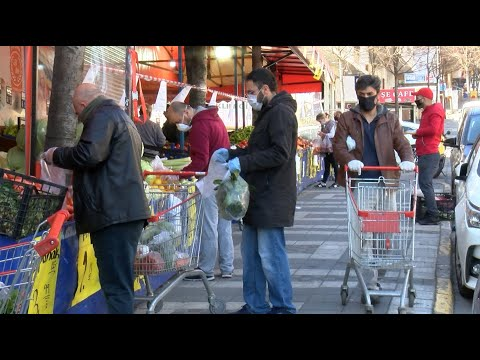 Sokağa çıkma yasağı kalktı, Esenyurt'ta marketlerde yoğunluk yaşandı
